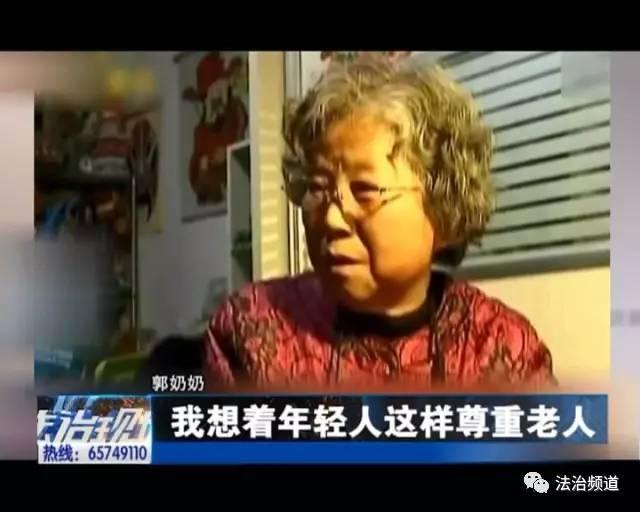 而和毛婆婆一样,感谢年轻人让座的,还有南京的郭奶奶.