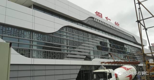 据悉,铜玉铁路是贵州首条地方投资为主的城际铁路,北起铜仁城区火车站