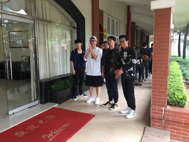 图解 孙红雷,黄磊,王迅,张艺兴在这所高中说了啥?概率高中关注图片