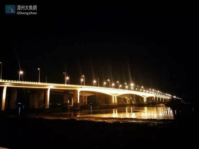 图话漳州盏盏街灯像黑暗中闪光的珍珠,蜿蜒而去
