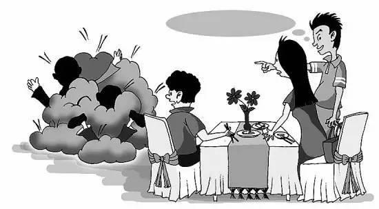 这时,由于小孩子的玩闹碰到了别桌吃饭人的手肘,造成吃饭的人筷子掉落图片
