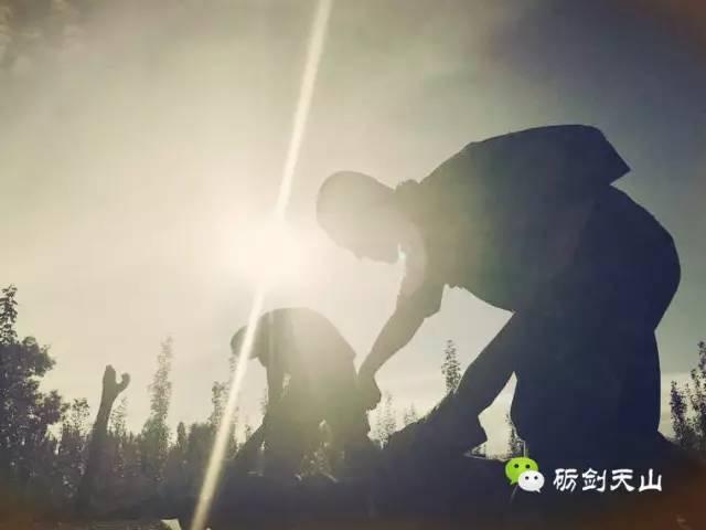烈日下的练兵场,发现最美的身影图片 18995 640x480