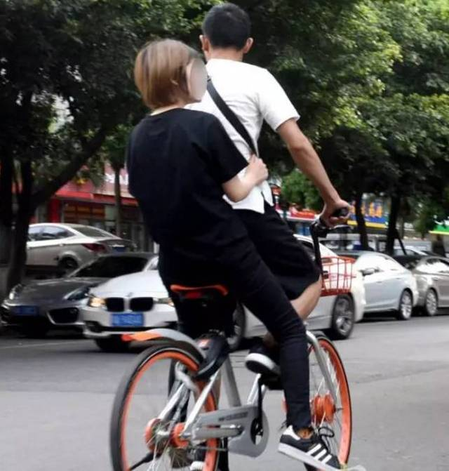 """共享单车""""花式载人""""大赛 深圳一2岁小孩因妈妈骑共享单车时将其放至前"""