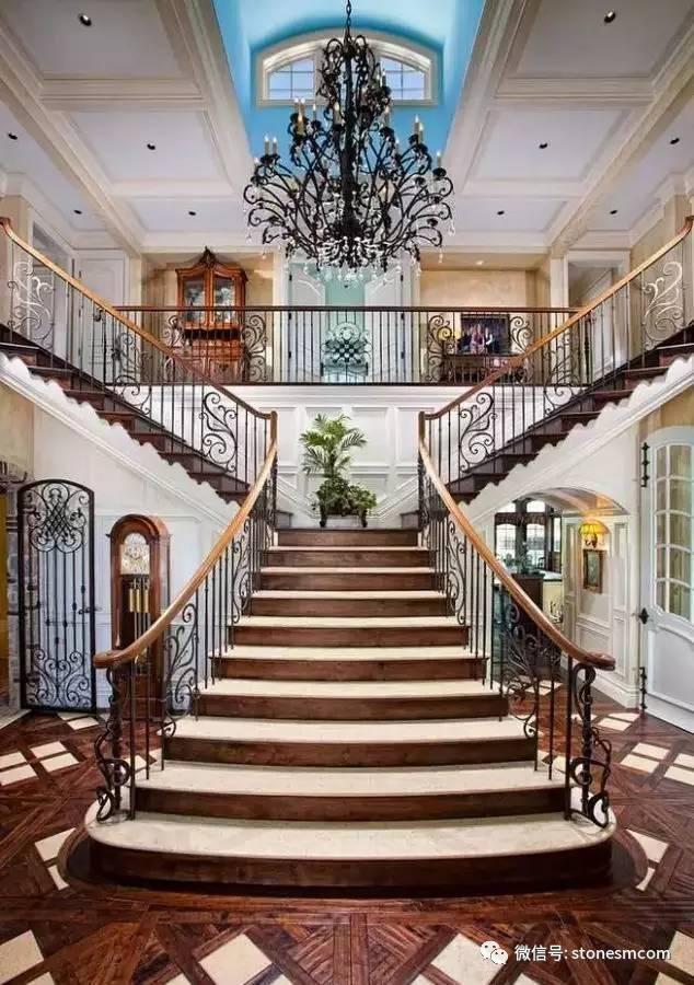 超级大气的别墅旋转楼梯