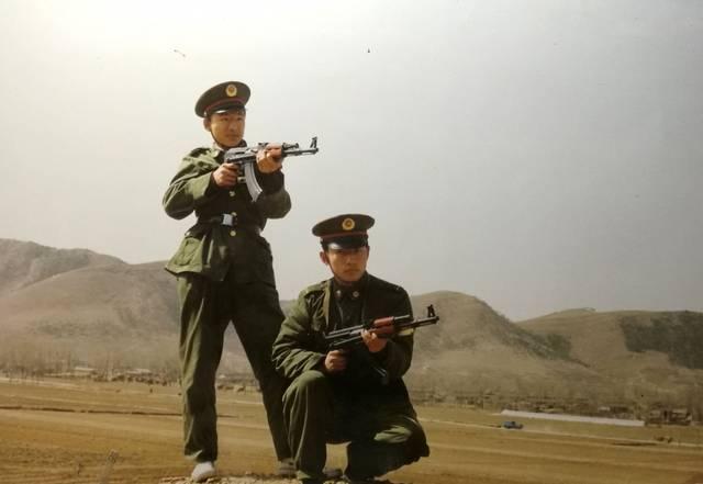 功臣号 车库 训练 接受新兵打靶任务的班长秦大勇 我为给火箭炮