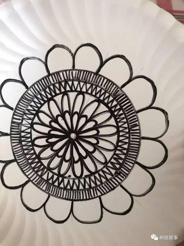 5,发挥想象力在半圆形花瓣中画出各种图形