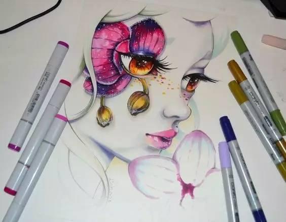 与 马克笔 的结合  刻画出空灵美少女羞涩的眼神 一双明亮的大眼睛