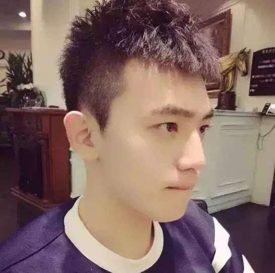 关于男神夏季发型,20,30,40岁,哪种年纪适合那种发型?