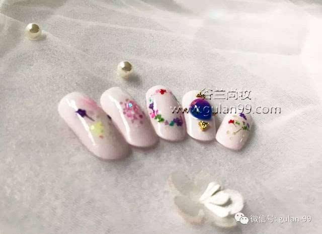 中国风水墨画美甲: 中国风无论在国内国外都是备受瞩目,而水墨画历史图片