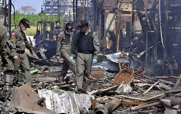 泰国曼谷爆炸事件现场,500磅炸弹爆炸造成的后果就是这样