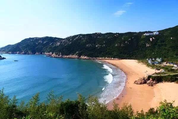 细净的沙滩,美味的海鲜, 又有风景可看的海岛, 还是首推南麂列岛.