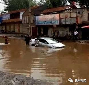 魏县张二庄路面积水成河 交通安全存隐患图片