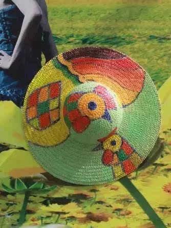 来跟宝贝一起diy小草帽吧, 手绘也好,拼贴装饰也好, 尽情发挥你们