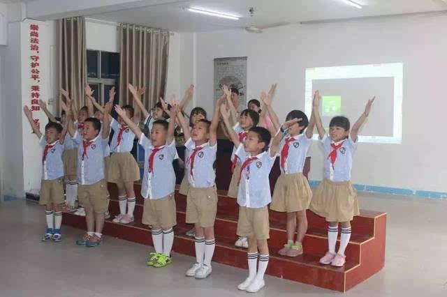 动手操作的美术彩泥课堂,趣味十足的教学课堂,流利英语开口说的英语