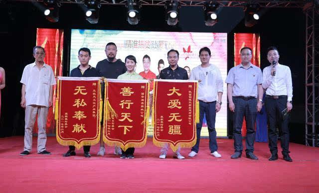 实力民歌手王菁蕾,周至猕猴桃宣传大使张宁,军旅歌手姚文杰,主持人桂图片
