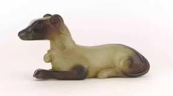 战国,汉代玉雕动物佩饰题材广泛,不仅有常见的动物形象,还出现了辟邪