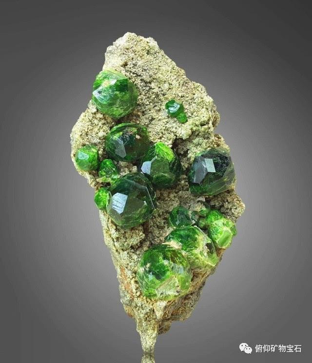 翠榴石矿晶