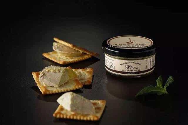 鹅肥肝酱_grand gourmet鹅肝酱从形态上呈现出优美的固态,它精选优质鹅肥肝为