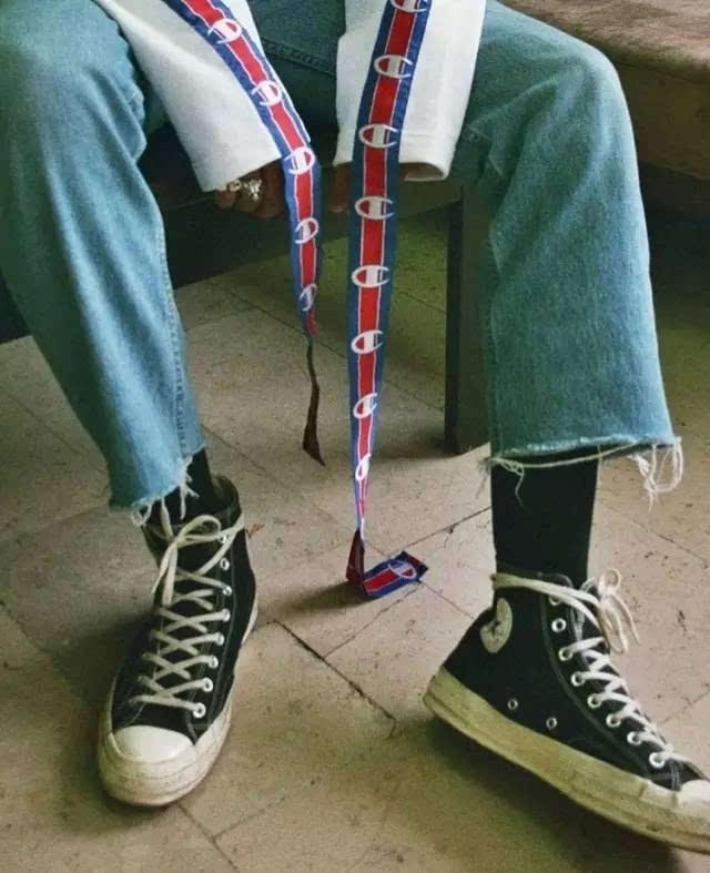 匡威鞋带系法_▼除了常规系法,也可以把鞋带绕两圈系在鞋帮上!