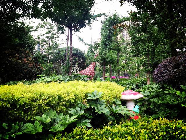 10万㎡欧式风情园林,1000㎡静谧内湖 2万㎡森林广场,花团锦簇 每一寸