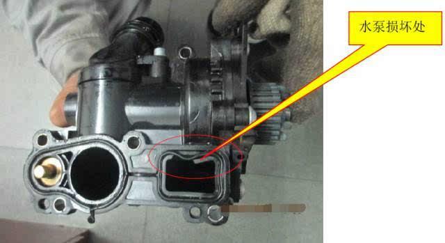 汽修案例:迈腾1.8tsi 发动机燃油导轨裂纹渗漏图片