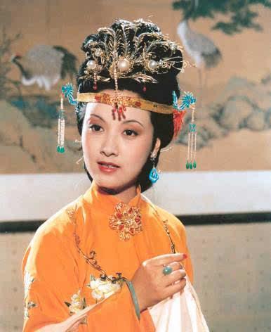 对王熙凤印象最深刻的除了她的亮嗓子,便是一对丹凤眼和柳叶眉了.图片