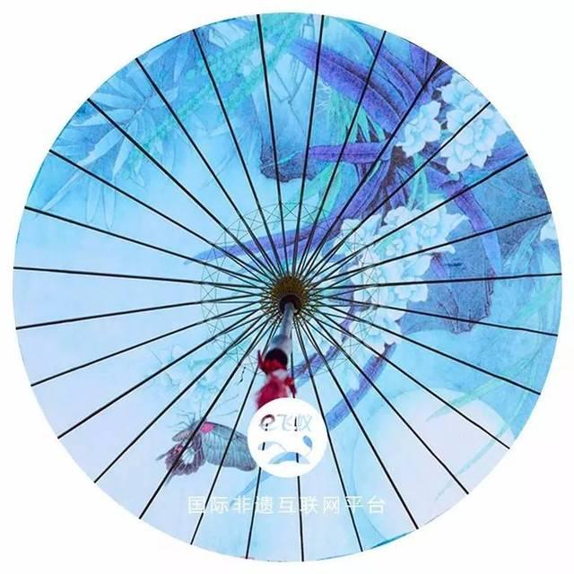 其中江南古典油纸伞制作工艺也是油纸伞中代表.