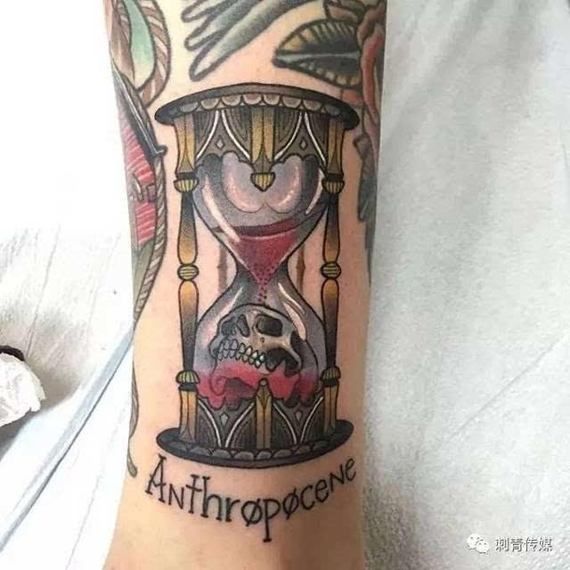 寓意爱情,友谊和幸福 | 沙漏纹身