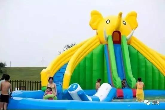 是小孩子的专利 大人也能玩得尽兴 这个巨型的游乐设施就是龙头滑梯了