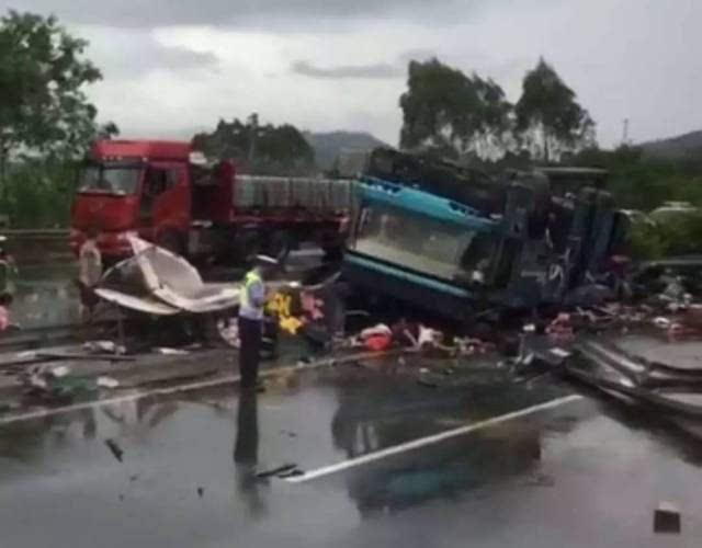 广河高速特大车祸,死伤人数多.