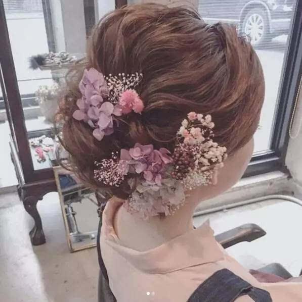 冒仙气儿的森系鲜花新娘发型图片