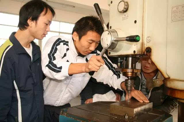 金属工艺学,机械制图 ,金属切削技术,公差配合与技术测量,液压与气动图片