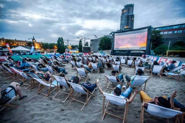 沙滩排球,橄榄球,露天电影院,bbq鸡尾酒派对,各种休闲活动毫不逊色.