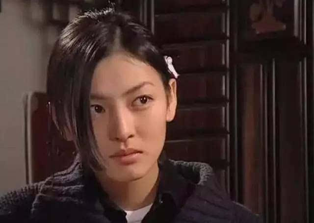 蔡琳爱上女主播剧照_说到蔡琳就必须说到金素妍,她是《爱上女主播》里的女二号,是当年最