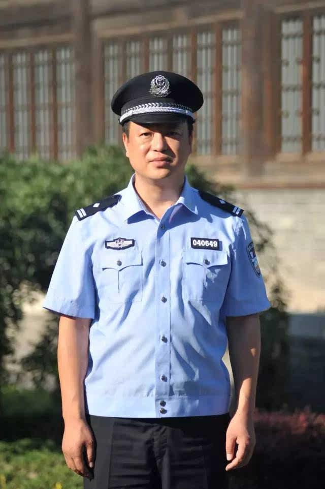 中国公安警服_惩治最牛女村霸,铲除持枪黑势力,定州公安局副局长安明亮上了全国榜单