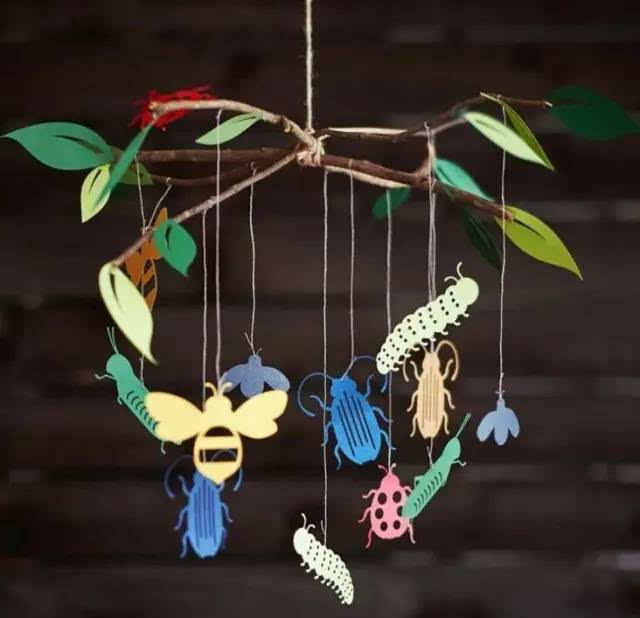 挂在墙上或天花板上的吊饰,在幼儿园里当然少不了孩子们最爱的小动物