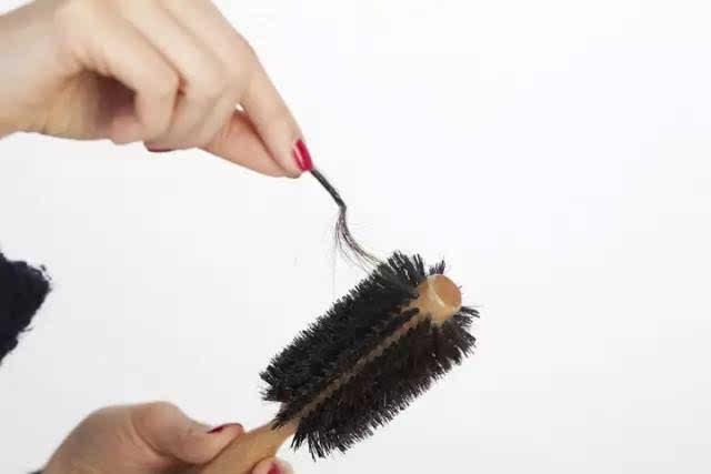 赶紧找各种补救办法,生发措施,其实你并不知道,掉头发可能是由于你图片