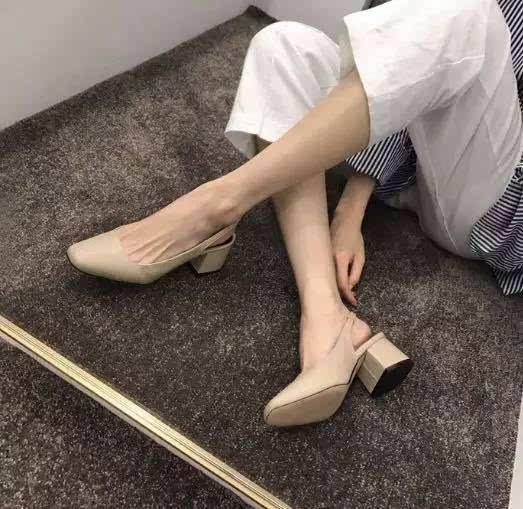 希腊脚的特点是第二根脚趾最长, 希腊脚相对于埃及脚来说, 骨骼发育