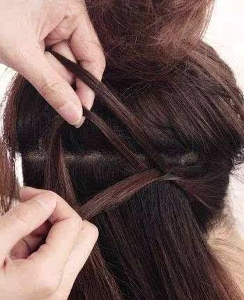 2款适合女生梳的斜刘海发型图解!