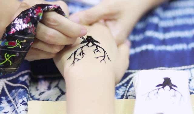 海娜手绘|喜欢又不敢去纹身的妹子们,一定要来试试!