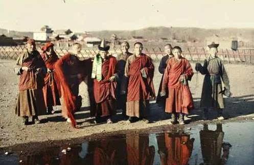 1913年沙俄保护下的外蒙古 骑手和正在被执行饿死私刑的女子
