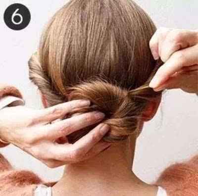 步骤六:最后,将盘发发髻用小发插进行固定,造型就完成了.图片