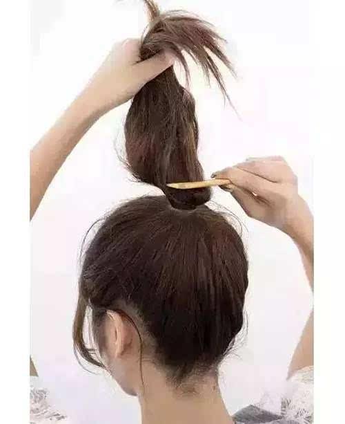 一分钟可以完成的美美盘发,再也不用怕上班迟到啦图片