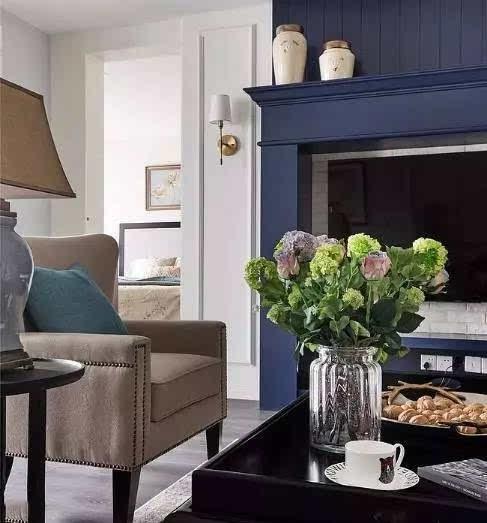 从房门到隔断,都包含着满满美式风格的元素.