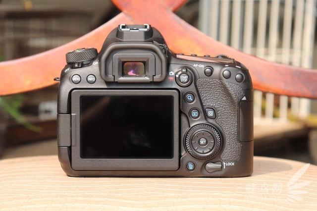 佳能eos 6d mark ii相机背面外观设计图片