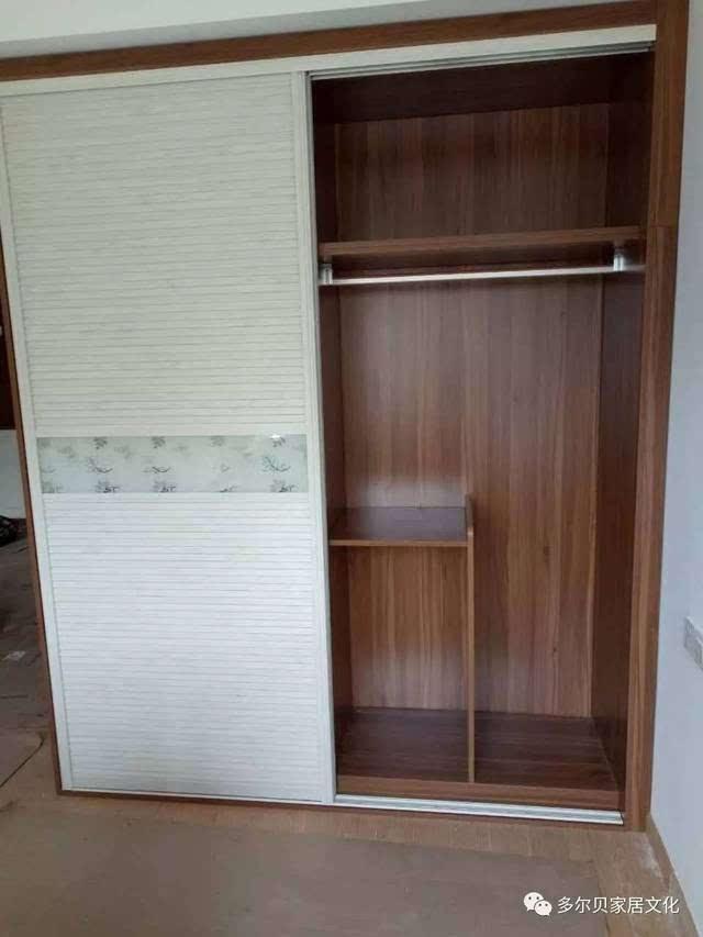 衣柜内部结构到底是怎样的呢?看,功能区设计很明显