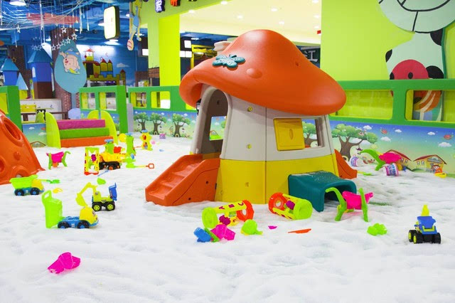 各种解法的水晶,五颜六色的形状,各式各样的小玩具,满地的木球沙v解法十二积小屋滑梯图片
