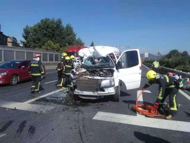 今早杭州绕城这车祸,实在太惨了!3人死亡,多人受伤,现场图看哭了!
