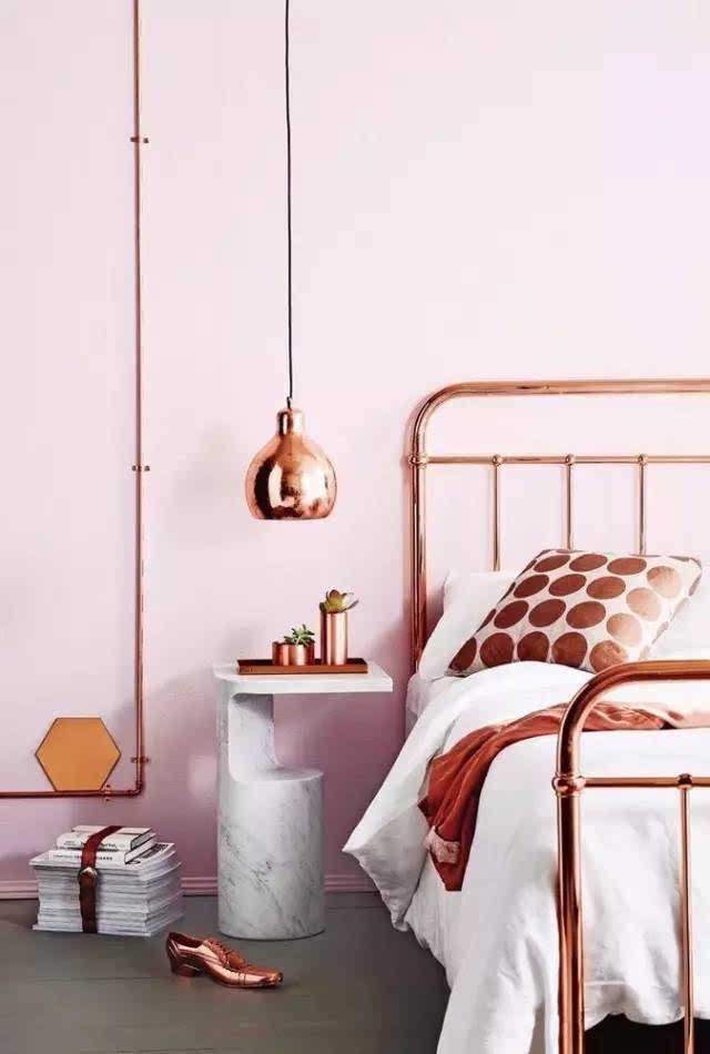 不要床头柜的卧房,这样布置效果好很多!图片