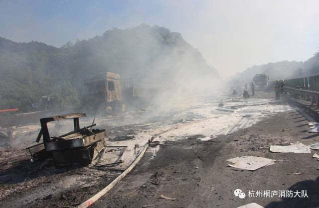 昨天杭州绕城发生惨烈车祸 最近高速事故有点多,驾驶员要注意安全啊